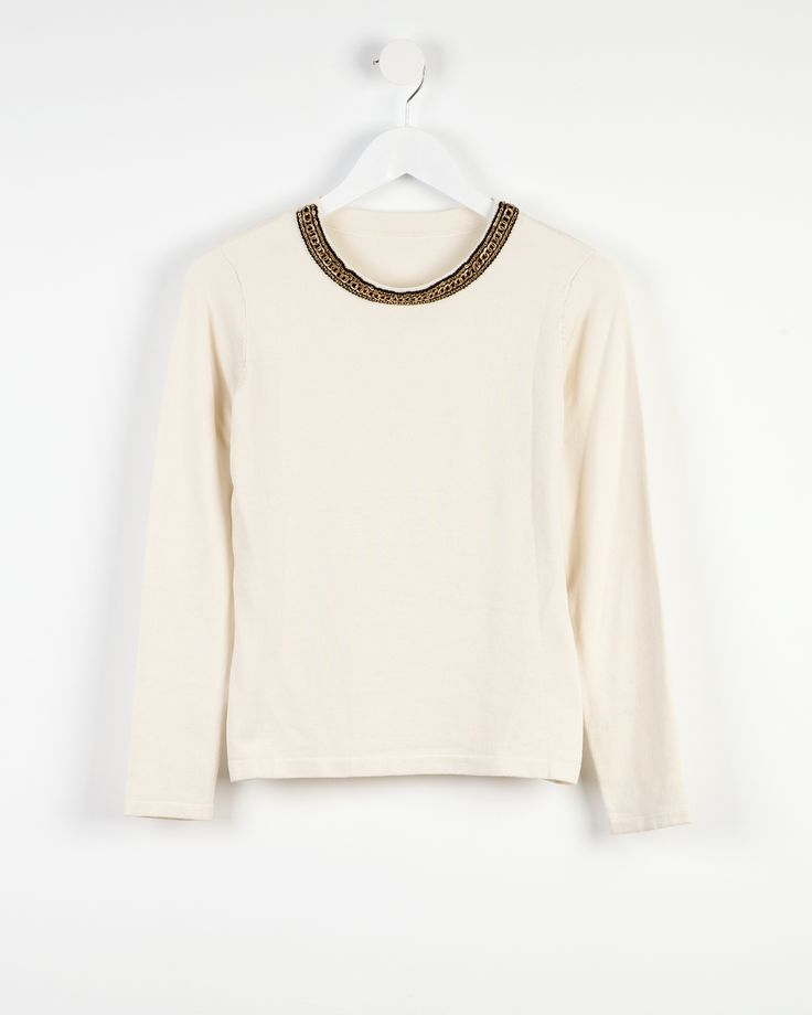 Sweater with contrasting neckline http://bit.ly/1x5q4fO Jersey escote en contraste http://bit.ly/1uoo8bf