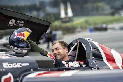 Vysmátý Martin Šonka na Red Bull Air Race ve Spielbergu.