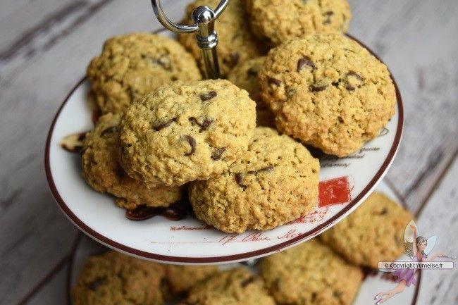Biscuits avoine et pépites de chocolat. Recette de cuisine ou sujet sur Yumelise blog culinaire. Waouh ! Ces biscuits avoine et pépites de chocolat sont trop bons ! Moelleux et croustillants à la fois. Des biscuits à la texture parfaite !