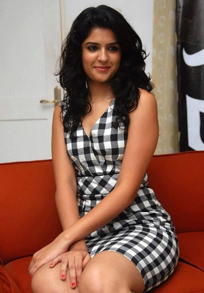 Very attractive pose by deeksha seth