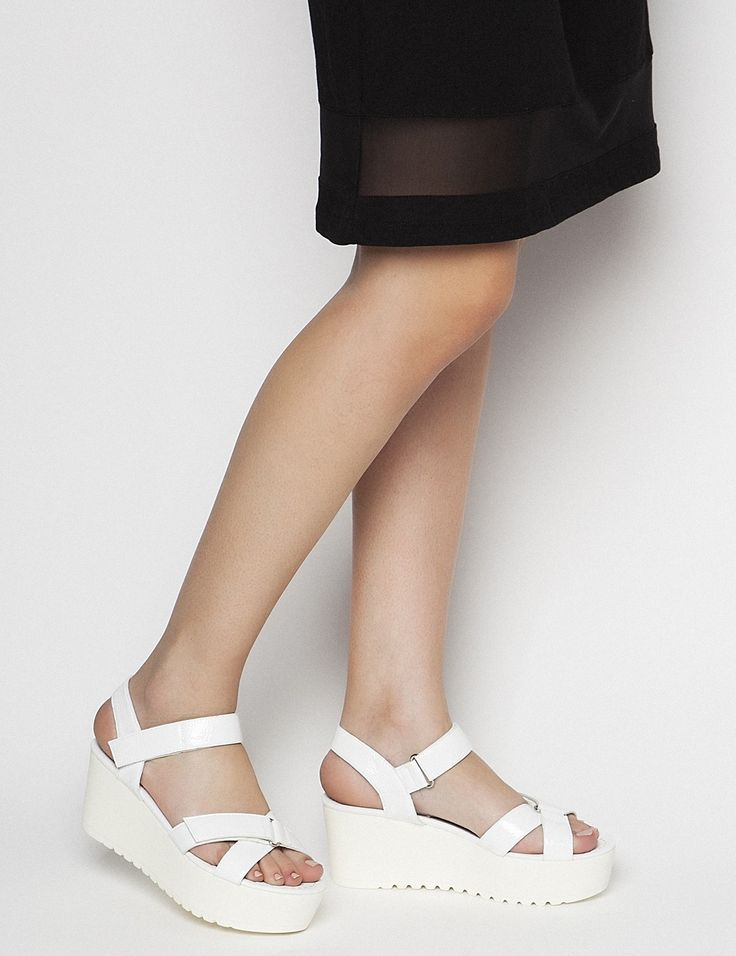 Kagney White Pattern Platforms S/S 2015 #Fred #keepfred #shoes #collection #leather #fashion #style #new #women #trends #white #platfoms #wedges