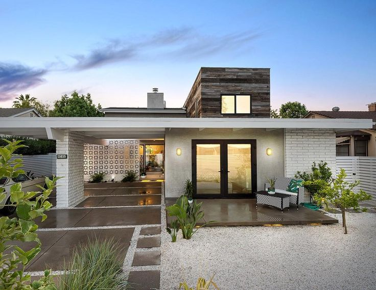 The renovation and second-storey addition to this 50s Californian home designed by Arthur Page retains its strong mid-century modern aesthetics.  Photo by LA Light Photography @lalightphoto