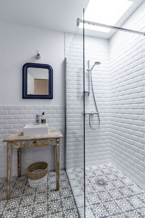 Lovely bathroom design... except the mirror really lets it down