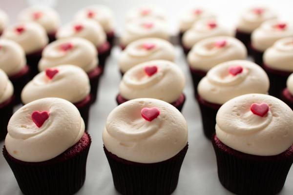 <3: Sweet, Heart, Valentines, Georgetown Cupcakes, Food, Red Velvet Cupcakes, Dc Cupcakes, Valentine S, Dessert