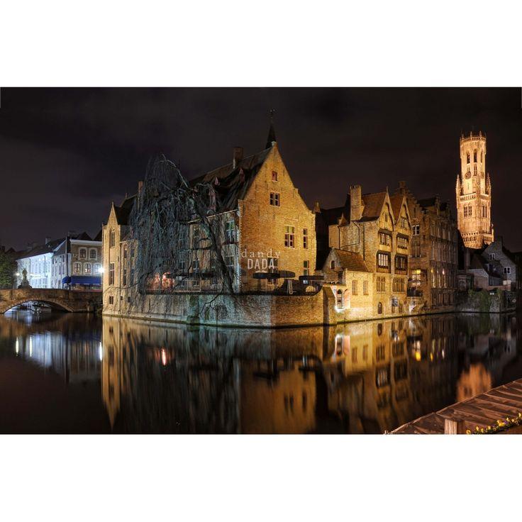 """Bruges by Piergiorgio PirroneL'opera appartiene alla collezione """"Europe"""". """"Bruges"""" raffigura il centro storico di questa piccola città le cui architetture in pietra sembrano uscite da una favola dei fratelli Grimm.  Si rimane affascinati dal canale Rozenhoed che di notte è reso ancor più affascinante dai giochi di luce dei lampioni."""