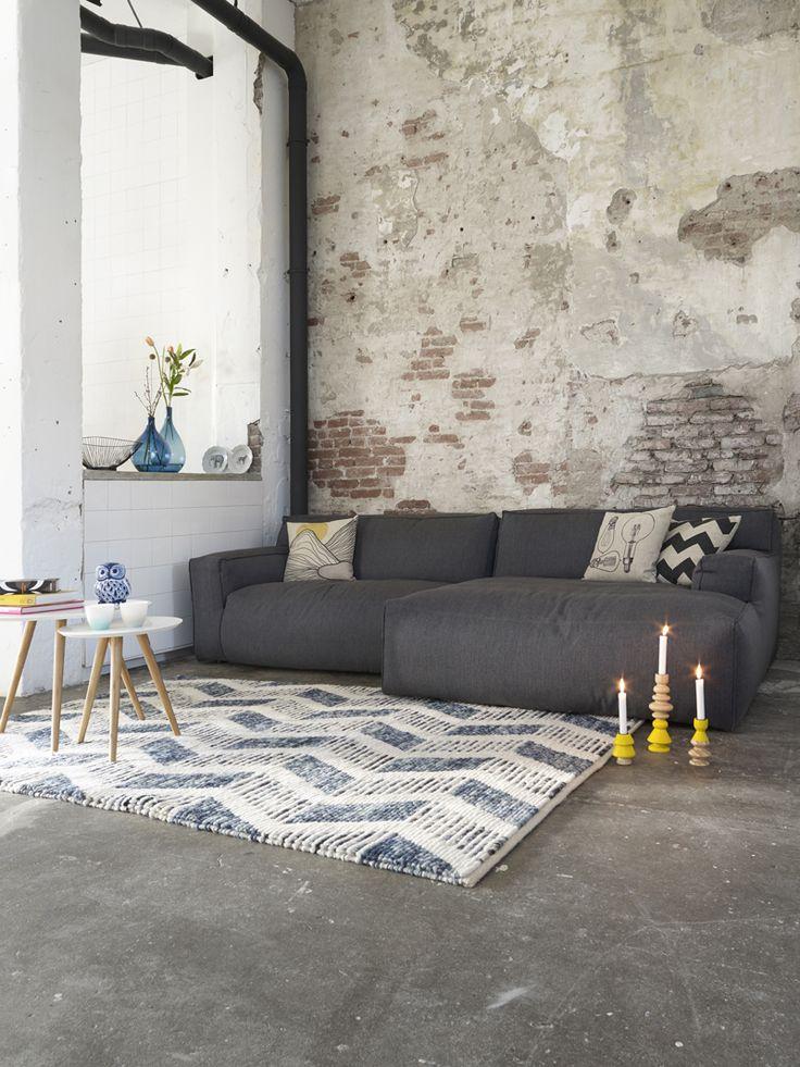 Een industrieel design kan je leuk opvrolijken met gekleurde woonaccessoires! #industrial #decoration