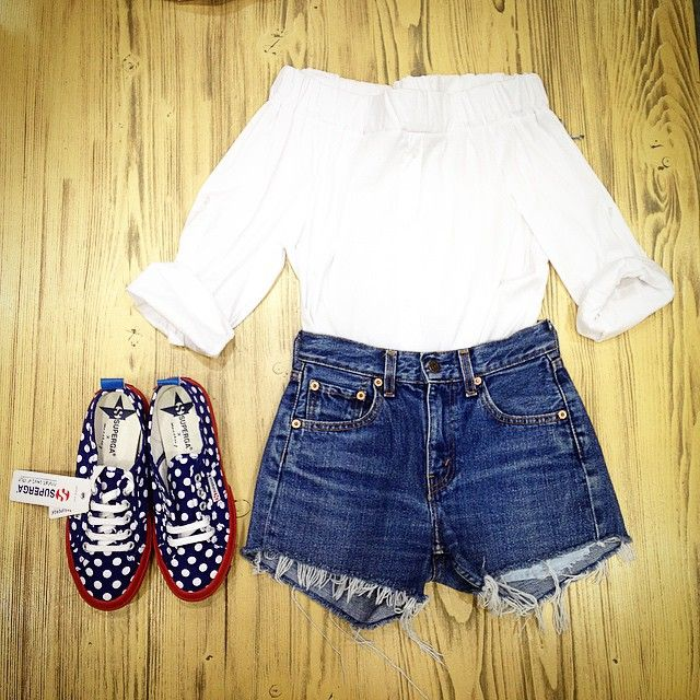New outfit☺️ American style❤️❤️❤️#vintage #streetstyle #Streetwear #solocosebelle#college#boutique#shop#topshop#bestshop#photooftheday#americanstyle#love#tagforlikes#followme#followforfollow#likeforlike#look#outfit#weekend#cool#newentry#retro#selfie#pe2015#newarrivals#maranodinapoli#room46vintage#beautiful #girl