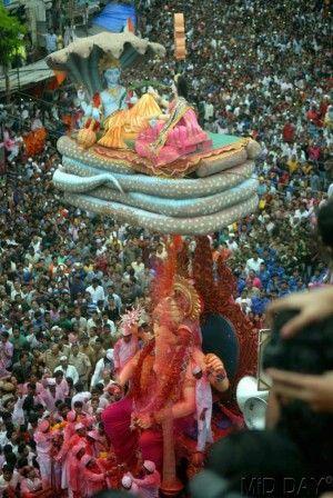 Ganpati visarjan revelry at Lalbaug. Pic/Pradeep Dhivar #indipin