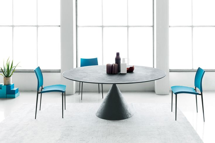 """Clay is the """"performer of balancing acts"""" table by Desalto design 