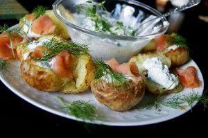 Семга с запеченным картофелем и творожным сыром