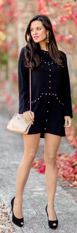 LBD con tachuelas Crimenes de la Moda - Little Black Dress Charmé Closet - Vestido negro con tachuelas - Studded - bolso DKNY bag - zapatos de tacón Guiseppe Zanotti heels - reloj Folli Follie watch