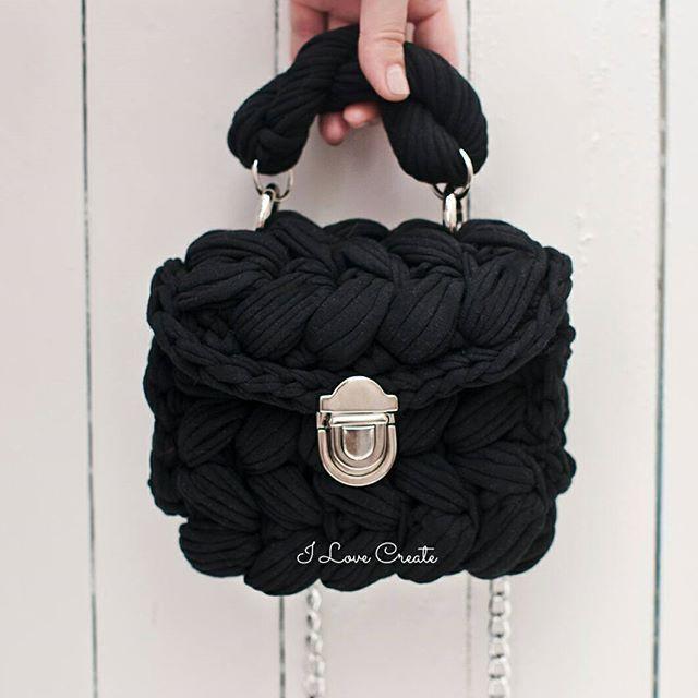 Клатч Размер 17*17*8 см Состав хлопок 100%, подкладка атлас Цена 750 грн Видео- обзор сумочки в stories Для заказа Direct, Viber +38 099 28 58 726 #handmade #crocheting #crochetbags #bags #trend2017 #cloutch #tshirtyarn #crochetcloutch #i_love_create #madeinukraine #вяжуназаказ #сумкикрючком #сумкиручнойработы #дизайнерскиесумки #сумкивналичии #сумкиназаказ #сумканацепочке #модныесумки #клатч #модныйклатч #куплюсумку #заказатьсумку #украина #киев #подаркидевушкам #подаркиукраина…