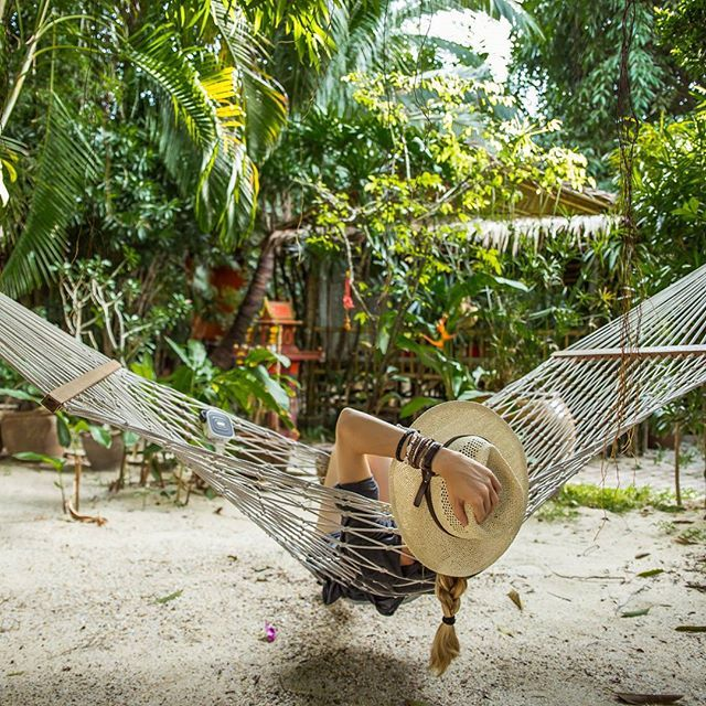 It's gonna be a very good sunday!  #thailand #thailandexperience #kohsamui #relax #sunday #hammock #chill #tplink #goodvibe #music #jungle #livinginthejungle #livesimply #livethelittlethings @amazingthailand @tplink