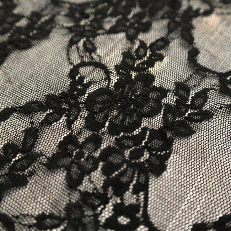 Dantela elastica neagra MCR8981BK.  Latime   132 / 137 (cm); Greutate - (per gram);  Compozitie (%) Bumbac 95%; Spandex 05%;