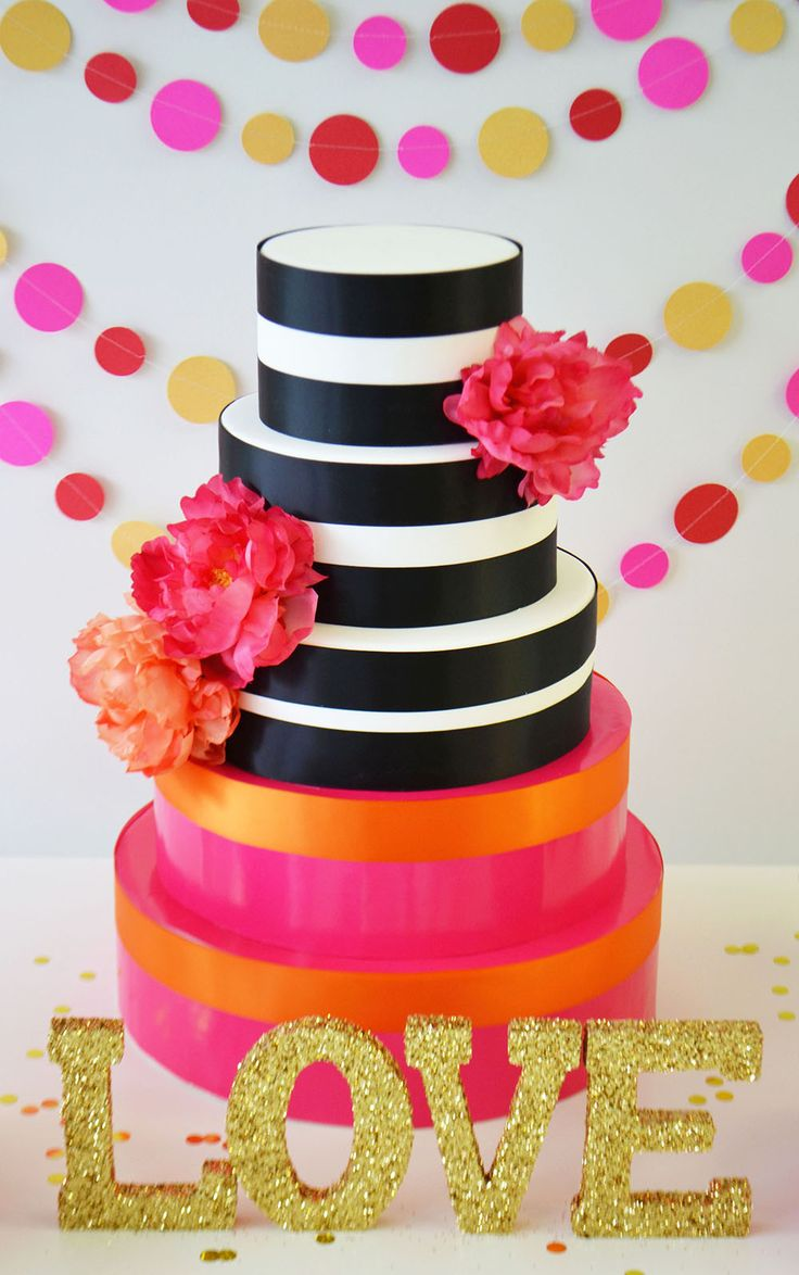 Kate Spade inspired cake in black and white by Bake Sale Toronto.