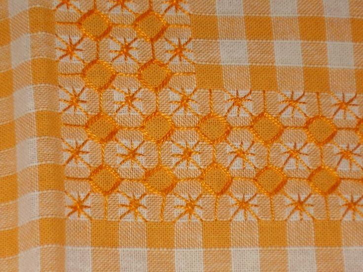 Chicken Scratch, Broderie Suisse, Swiss embroidery, Bordado espanol, Stof veranderen.                                                                                                                                                                                 Más
