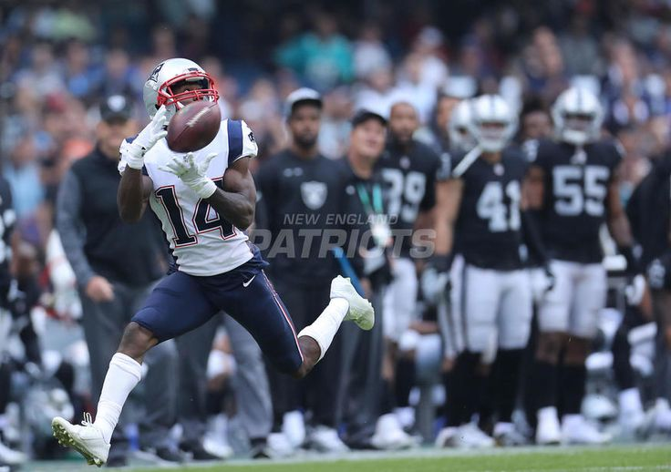 #1: SHOOT YOUR ARROWS..Top 5 Photos from Patriots vs. Raiders presented by CarMax | New England Patriots