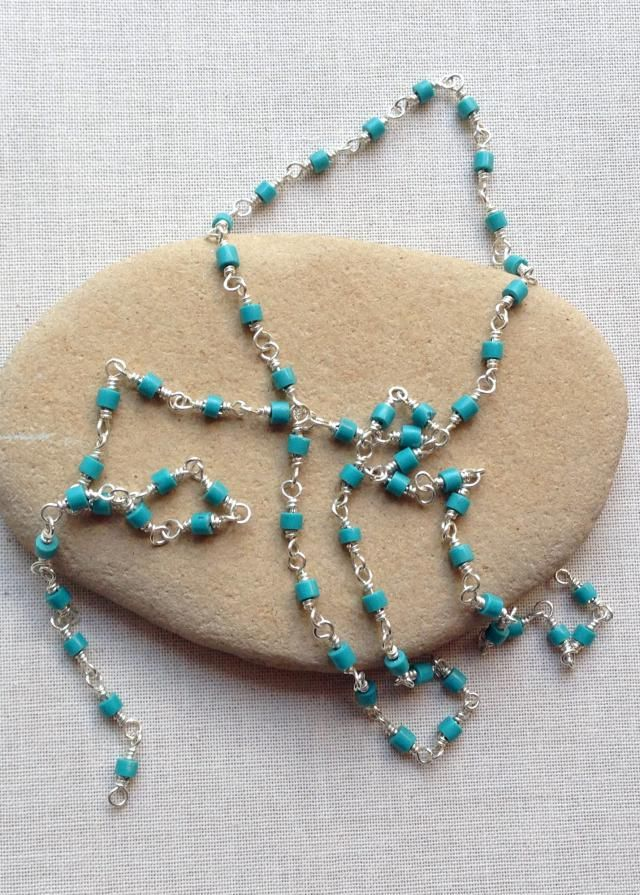 Yay!  Finally a way to make wire wrapped bead chain more quickly.  Free step by step instructions.