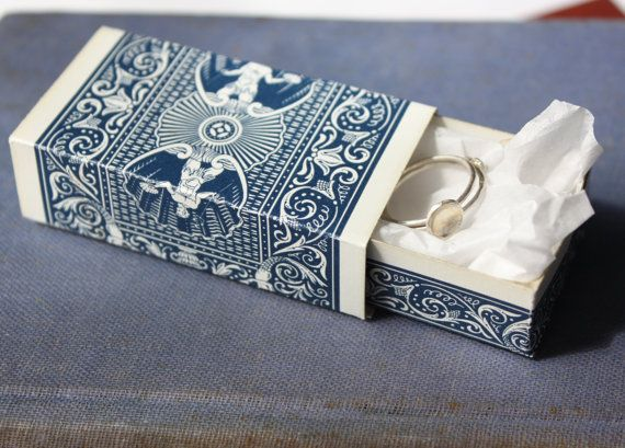 What a cool idea for gift packaging! Love it! Would be really cool with some decorative cards or even tarot cards! Oh-lots of possibility!