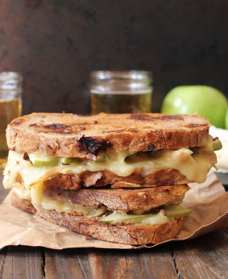 Roast Chicken, Apple and Brie Grilled Cheese #FallFest #Apples