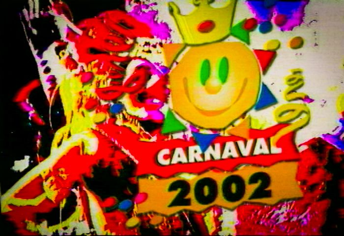 BH, Carnaval 2002: cobertura do carnaval de rua promovido pela prefeitura de Belo Horizonte, Minas Gerais. Trabalho realizado pela produtora mineira CBH Cinevídeo. Imagens e edição do clip de bastidores: Mari Bontempo.