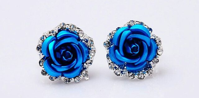 Classy blue rose earrings