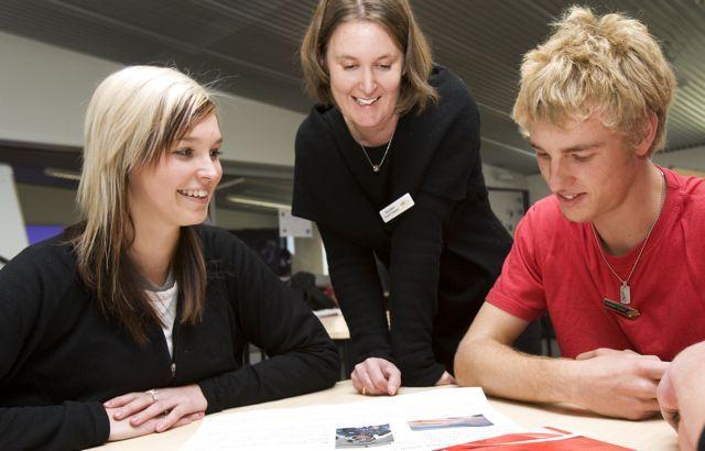 Edukacja w systemie zaocznym to szansa dla osób, które chcą podnieść kwalifikacje. - http://www.man-networks.pl/edukacja-w-systemie-zaocznym-to-szansa-dla-osob-ktore-chca-podniesc/