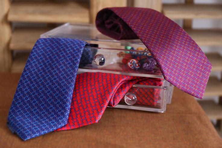 Corbatas seda eslabones #roja #azul #burdeos #eslabones #seda #corbata #hombre #moda #looks
