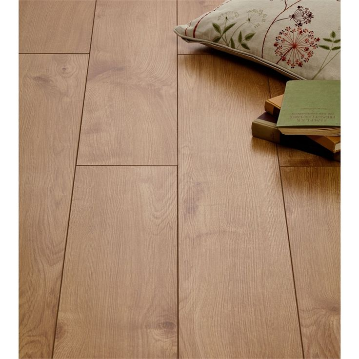 Lighting Shop Near Epping: Best 25+ Oak Laminate Flooring Ideas On Pinterest