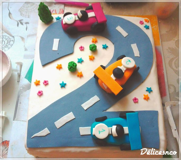 Délices and co: GATEAUX D'ANNIVERSAIRE GARCON THEME VOITURES DE COURSE - RACE CARS BIRTHDAY CAKE