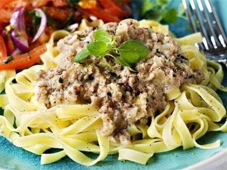 En svensk variant på pasta med isterband i stället för salsiccia. Snabbt och smart!