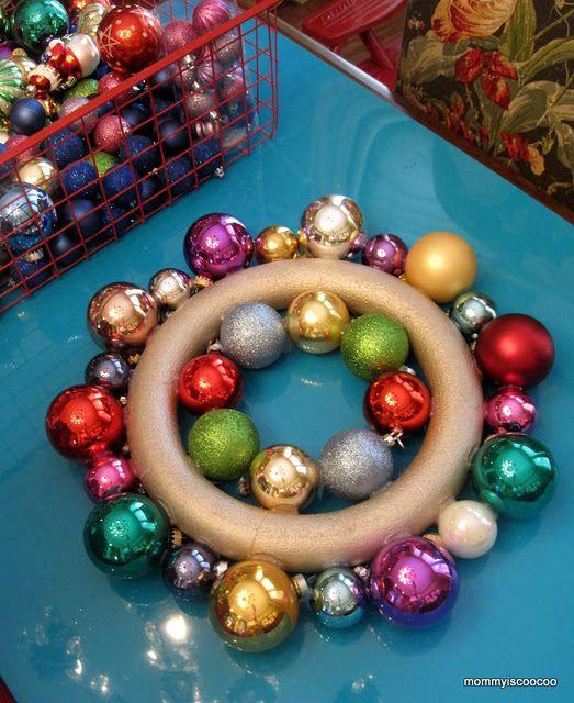 Coronas de esferas de navidad - LaCelebracion.com