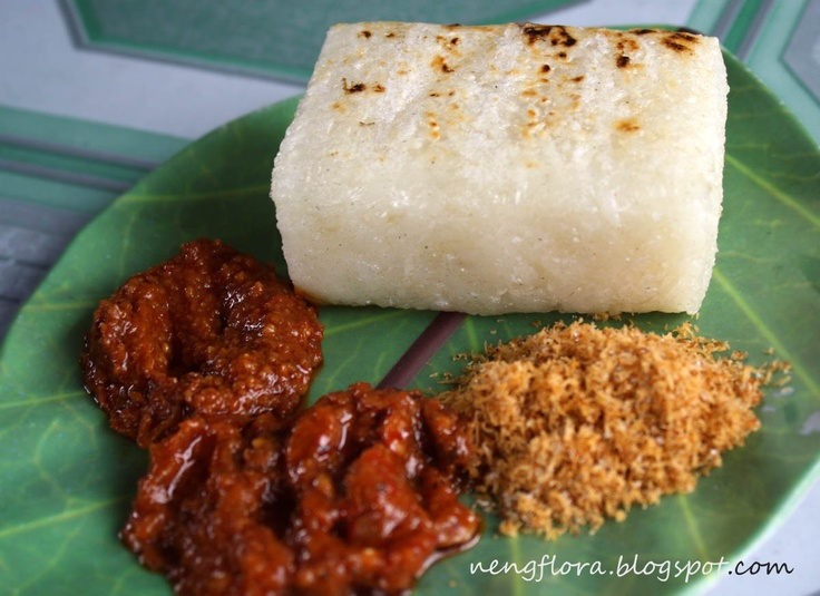 tape uli bakar with serundeng & sambal: Indonesian Cuisine, Sticky Rice, Indonesia Food, Tape Uli, Indonesian Food, Native Menu, Jajanan Pasar, Singapura Food, Indonesian Recipe
