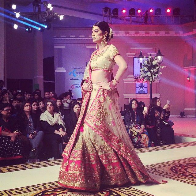#Gorgeous Bridal #Lehenga, via http://ViyahShaadiNikkah.tumblr.com/ ~