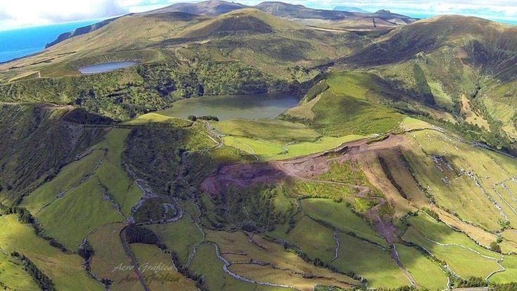 Lagoa Funda e Lagoa Rasa flores island