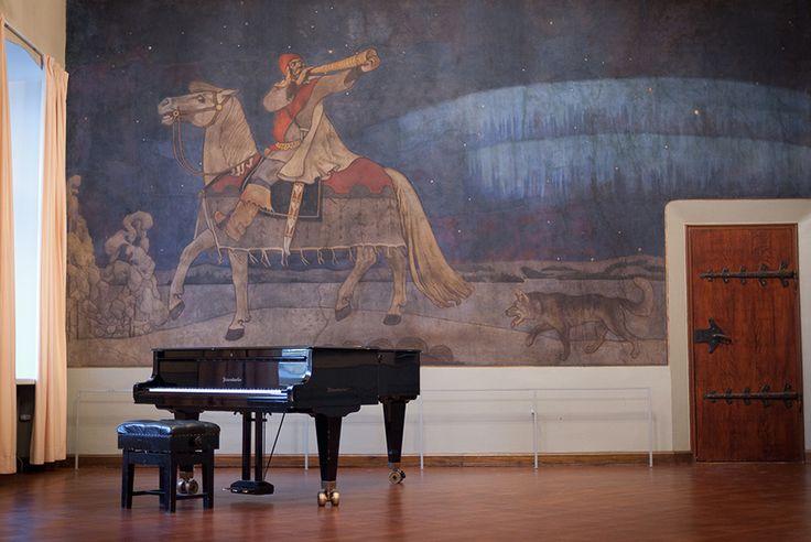 Vanha YO-talo, Musiikkisali - 1898 juhlasalia pidennett.ja sinne rakennett.näyttämö.1901 Akseli Gallen-Kallela maalasi musiikkisaliin freskon Kullervon sotaanlähtö. Louis Sparre ja Walter Thomé suunnittelivat uuden sisustuksen.1907