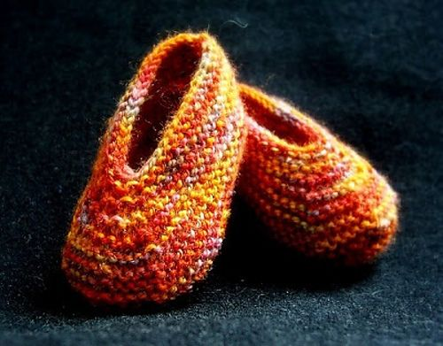 Magic Baby Slippers By Caroline Hegwer - Free Knitted Pattern - (ravelry)