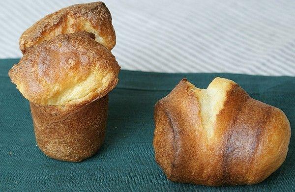 """""""Сумасшедшие грибы"""" - поповеры. На 6 штук: около 30 г мягкого сливочного масла 2 целых яйца или 1 яйцо + 1 желток (делала и так, и так - всё равно хорошо!) ½ ч.л. соли 150 мл молока 85 г муки Добавки: 1 ст.л. (14 г) мелко нарубленной свежей пряной зелени 2 ст.л. (28 г) натёртого сыра"""