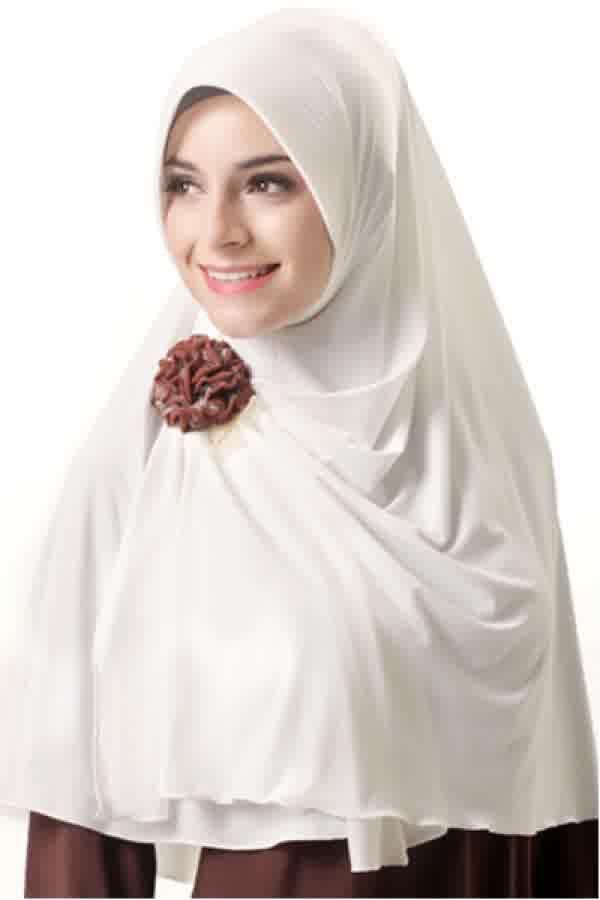 Azka Hijab B02 - Broken White Rp. 79.000 Bahan : Spandex. Variasi : Bergo panjang model belah depan, Dengan sisi kanan depan lebih pendek dari yang kiri sehingga mudah di kreasikan sesuai selera. Cocok digunakan untuk acara santai maupun formal stylish dan tetap syar'i, TIDAK TERMASUK BROS. Ukuran : Menutup Perut (panjang dari dagu sampai bawah 65 cm.) Informasi & Pemesanan: sms/wa 0823 2838 4495 / 0888 683 2410 Temukan koleksi kami lainnya di www.butikkhalila.com