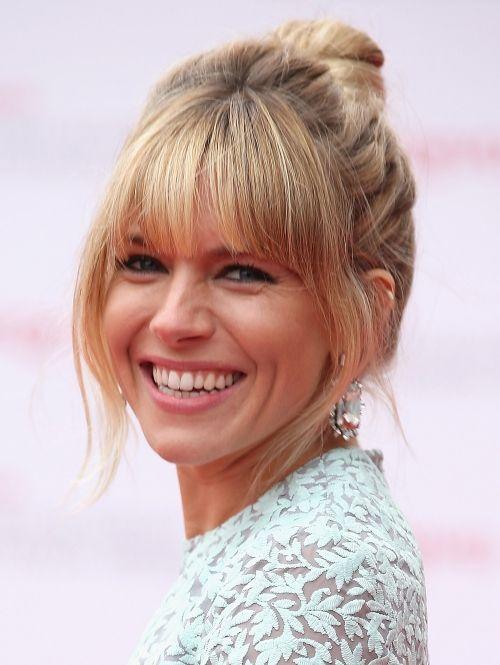Sienna Miller een hoge knot en pony in 2013  ELLE