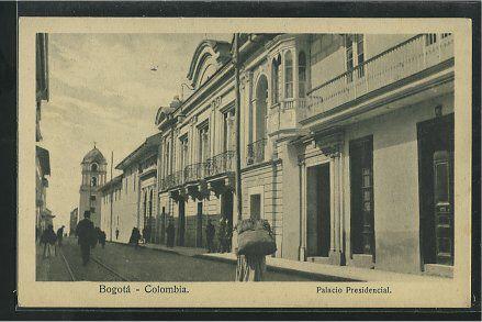 Zona del Palacio presidencial de Bogotá en los años 10s. Al fondo se ve la Catedral.  #ghnino