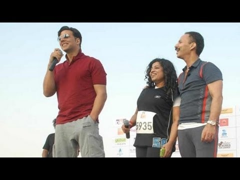 Akshay Kumar was present to flagged off the 'DNA I Can Women's Marathon', an event held in Mumbai. Take a look!