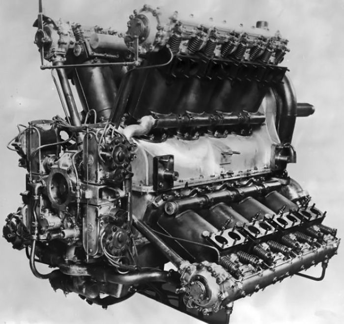 The Napier Cub was the first aircraft engine to exceed 1,000 hp. This rear view illustrates the four magnetos on the back of the engine, the housings for the camshaft drive, and the exposed vales.