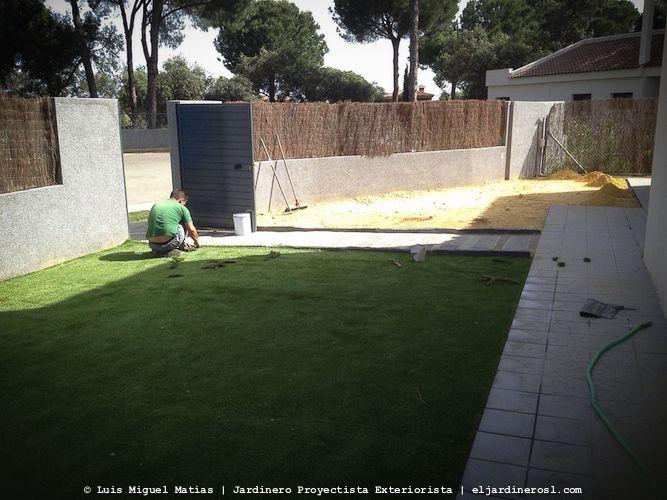 Instalación de césped artificial gama luxe en La Juliana Sevilla.