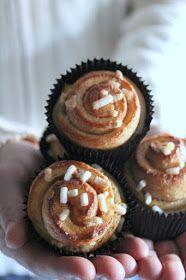 Tempo fa pubblicai la ricetta per questi cinnamon rolls su fb , sento però la necessità di trascriverlo anche q...