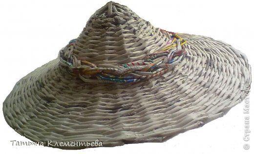 Шляпа из газет в китайском стиле.