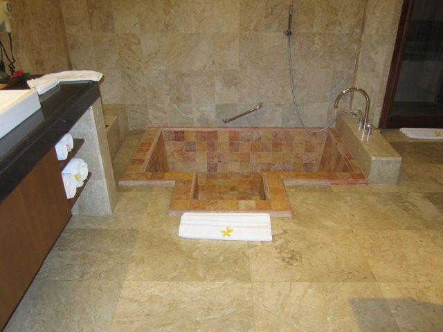 Sunken bathtub home interior pinterest bathtubs and for Sunken bathtub