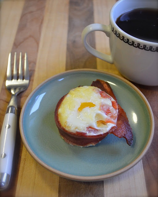 i know this isn't clothes, but this looks like a really easy recipe for a bacon lover's breakfast!: Baked Eggs, Eggs Baking, Clothing, Edible Eggs, Comforter Food, Baking Eggs, Easy Recipes, Bacon Lovers, Foodies Yum