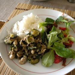 Kipfilet met courgette en champignons @ http://allrecipes.nl