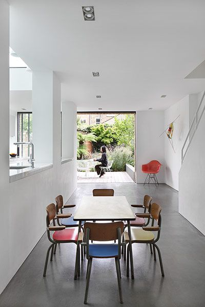 When Lee and her Italian husband Giovanni Brighi–currently setting up an osteria in east London+runs a cycling business in Milan–bought the 3-bedroom property, it had 2 elaborate conservatories and had been decorated throughout in a shabby chic style. The couple's brief to architecture practice Paul Archer Design was to create a simple, pared-back home that would accommodate their young family (2 children, Hanna, 9, and Miki, 4), as well as a modest collection of modern art and mid-20th c…
